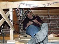 Lederen for kabelkoblingsgruppen har satt seg godt tilrette...